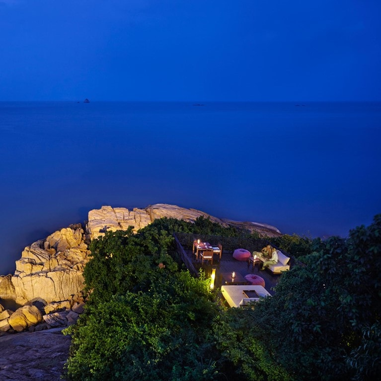 Samui-Thailand-Dining-on-the-Rocks-Table100.jpg