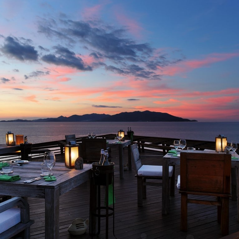 Samui-Thailand-Dining-on-the-Rocks.jpg