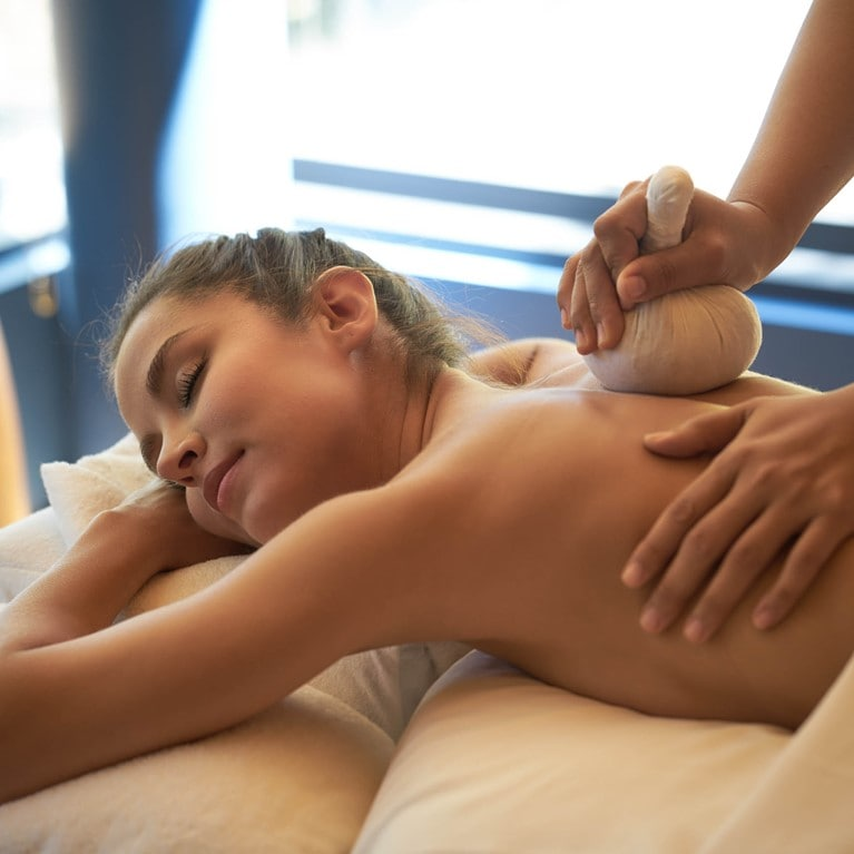 krabey-island-cambodia_Khmer_herbal_poultice_massage.jpg