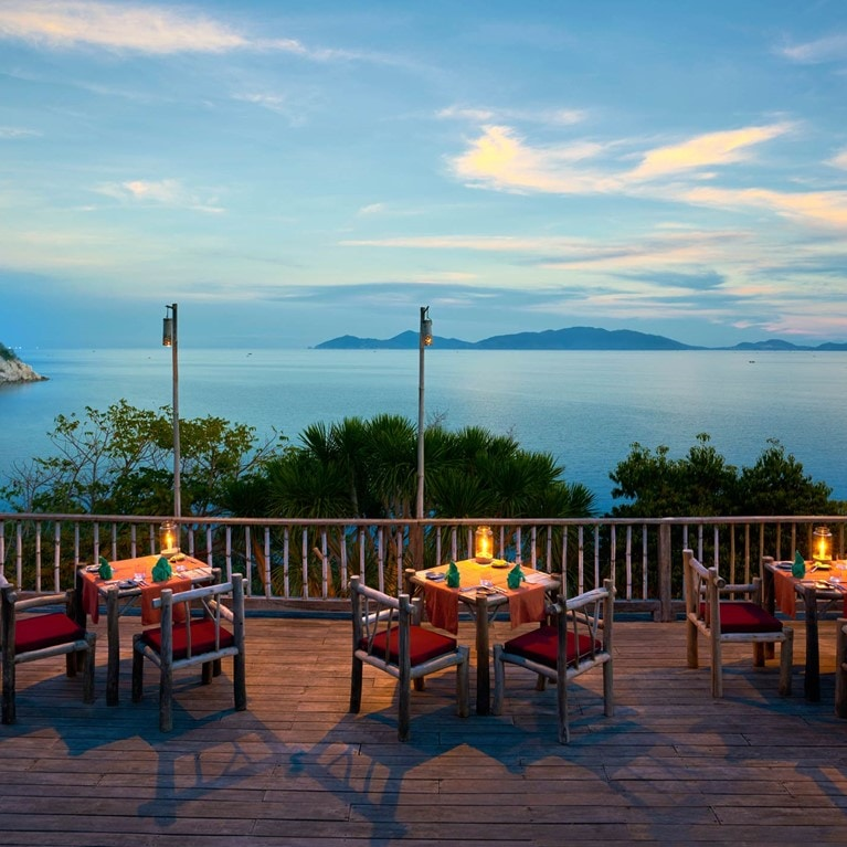 Ninh-Van-Bay-Vietnam-Dining_by_the_Rocks2_cropped.jpg