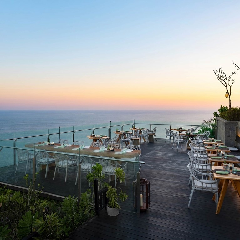 Uluwatu-Bali-Cliff_Bar_cropped.jpg