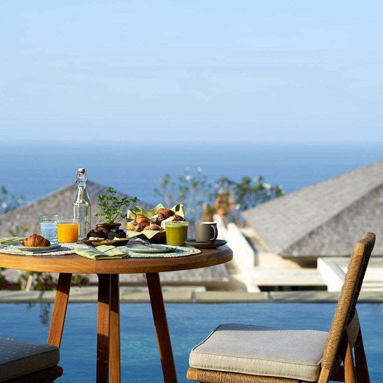 Uluwatu-Bali-Breakfast_On_Cliff_Villa_One_Bedroom_cropped.jpg